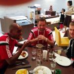 Mulle, Enrico und Sebastian beim Essen im Hotel