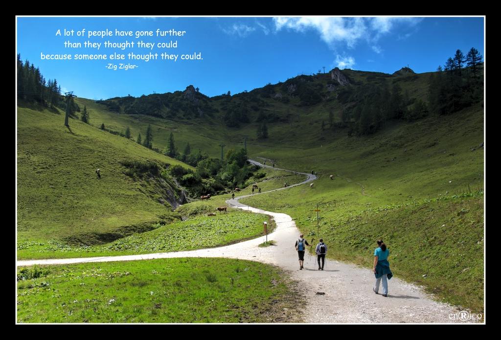 Am Fuße eines Berges geht es nach oben - ISO 100, 18mm, F11, 1/80s