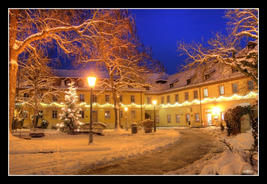 Verschneites Veitshöchheim - Rathausplatz