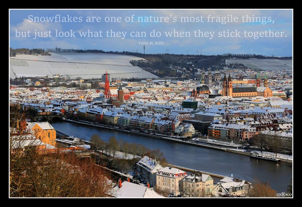 Blick vom Käppele: Würzburg im Schnee