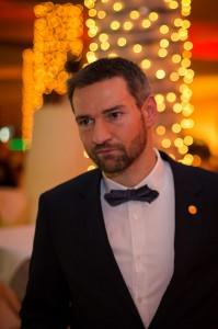 Enrico mit Fliege und Anzug bei der Gala