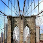 Die Streben der Brookly Bridge kommen in diesem Bild besonders zu Geltung